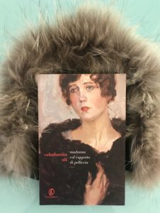donna col cappotto di pelliccia